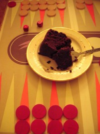 eating-cake-during-backgammon.jpg